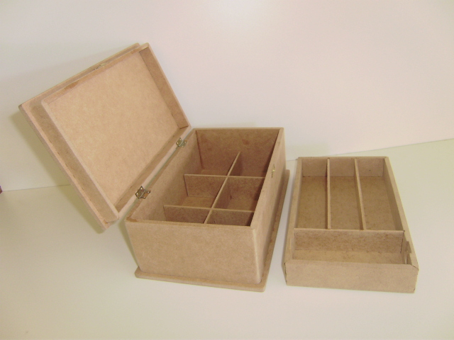 Box with internal compartment and hinges