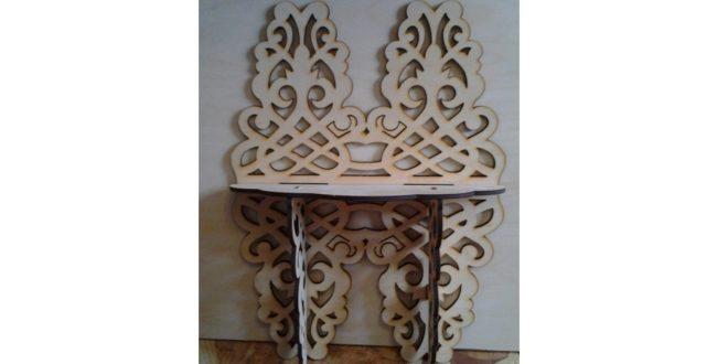 Corner ornamental shelf
